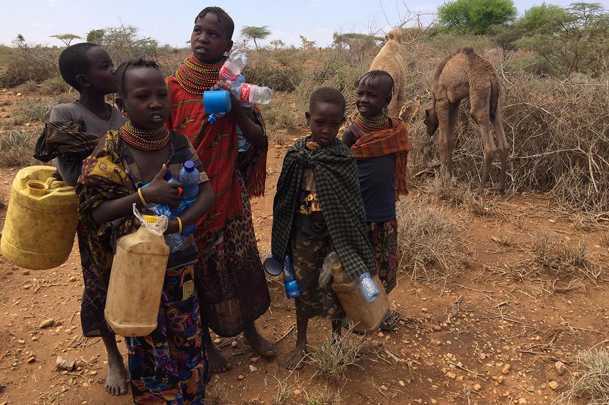 Famiglia Samburu in cerca di Acqua in Kenya