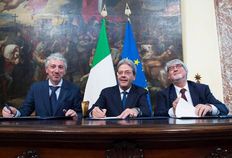 Il Presidente Gentiloni alla cerimonia di firma del Memorandum d'intesa sul Reddito di inclusione con l'Alleanza contro la povertà e il ministro del Lavoro e delle Politiche Sociali Poletti