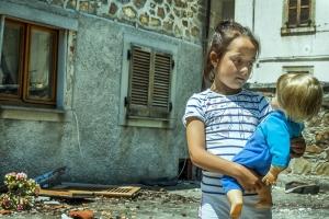 Ambra con Cicciobello - Storie dal terremoto 2016